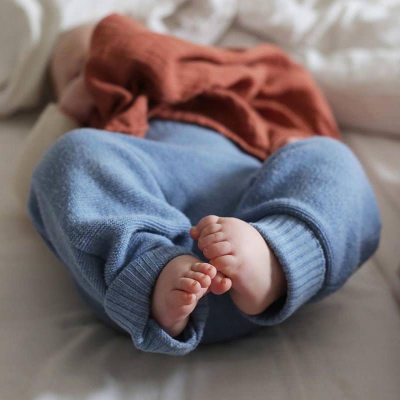 Baby Salopette Trägerhose von Selana aus Merinowolle in sea Baby