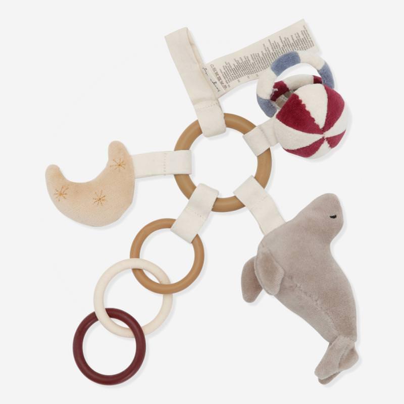 Activity Spiel Ring mit Robbe von Konges Sløjd aus Bio-Baumwolle und Silikon