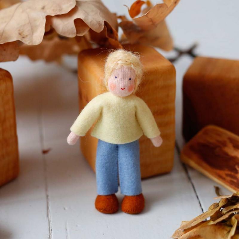 Puppenstuben Junge blondes Haar