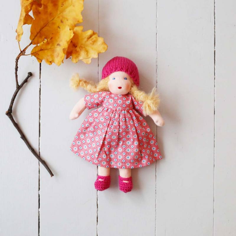 Puppen Mädchen nach Waldorfart klein blondes Haar
